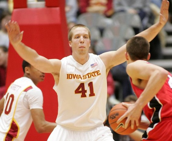 Justin_Hamilton_with_Iowa_State_in_2009_vs_Bradley